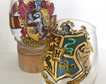 Harry Potter Hogwarts + Gryffindor Crest with Scarf Pair Wineglass Set of 2, hand-painted 20oz glasses