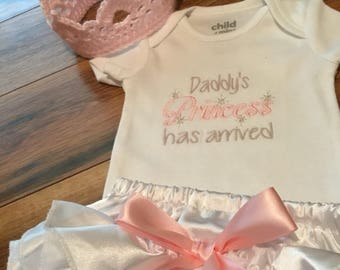 Newborn daddy or mommy's princess embroidered onesie,hand crochet crown,satin bloomers