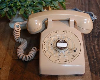 Vintage Original Salmon Rotary table or desk Telephone in good working order with handset and new cord, vintage Western Electric phone