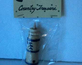 Country Treasure Minature Wooden Butter Churn 2163  Made In Taiwan Dollhouse, Shadowbox