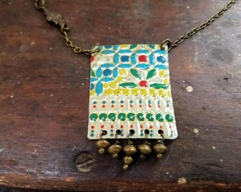 Vintage tin necklace with rainbow colors and indian pattern with brass chain