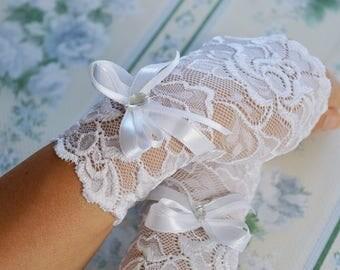 White Wedding Gloves, Fingerless Gloves with Ribbon, White  Lace Bridal Gloves, White Gloves, White Wedding Accessories