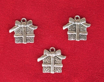 "BULK! 30pc ""present"" charms in silver style (BC1356B)"