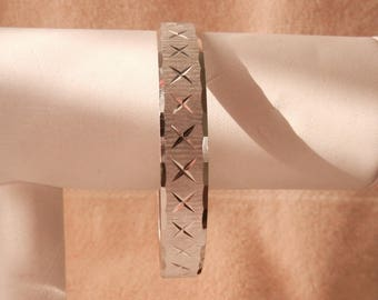 """10% OFF Monet Bangle Bracelet Brushed Silver Tone Modern X's Design 8"""" Perfect Condition SHIPPING SPECIAL 0529 14408"""