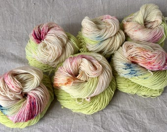 hand-dyed BFL yarn, made from natural raw materials, high-twist, speckled in the summertime
