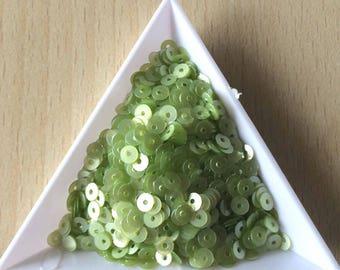 Glitter light chartreuse satin 4 mm in bulk