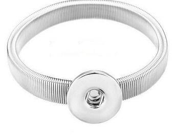 Elastic bracelet for snap button