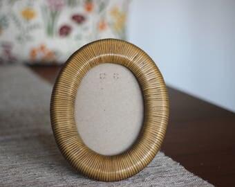 Vintage Lucid Lines 1970's Wooden Picture Frame / Oval Picture Frame / Rattan Picture Frame / Oval Picture Frame / Boho Picture Frame