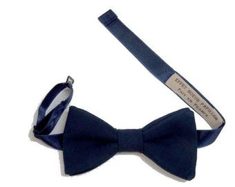 Neck with this bow tie Blue Navy straight edges.