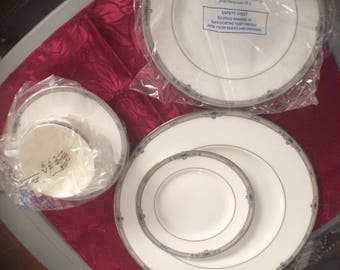 Vintage Wedgewood China, Amherst Pattern, 5 Piece Place Setting