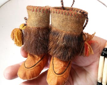 Moccasins Native American miniature handmade with genuine leather and wool fur you can see mini stitch underfoot...