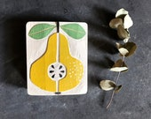 BIRNE, Obst in Eichenholz