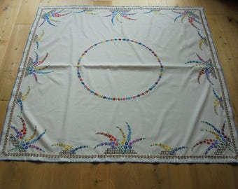 Vintage Embroidered Linen Tablecloth - 1940 1950s