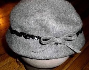 ON SALE SALE**Vintage cloche flapper style hat gray wool felt~never worn