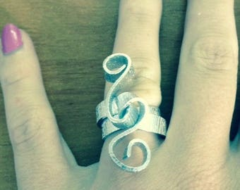 HANDMADE CUSTOM MADE RING TREBLE CLEF FLAT RIBBED SILVER COLOR ALUMINUM WIRE