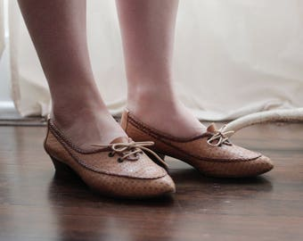 Vintage 1960s 1970s leather oxford flats moccasin inspired shoes size 5 to 5 1/2 60s 70s