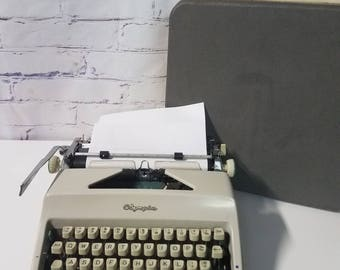 Olympia De lux typewriter 1960's West Germany with case!