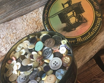 Vintage Tin, Over 1000 Vintage Buttons, Sewing accessories, Old Buttons, Sewing Buttons
