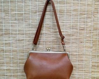Sale Leather frame clutch purse / bridesmaid gift bridesmaid clutch / kiss lock / everyday bag