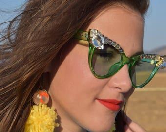 Green cat eye embellished sunnies