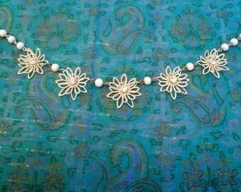 Vintage Metal Daisy Necklace