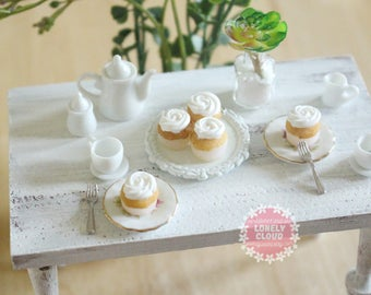 Miniature Vanilla Cupcakes (3 Pieces)