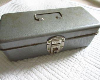 Swanco Hammered Metal Cash Box Grey Metal Storage Box with Handle Lock and Key