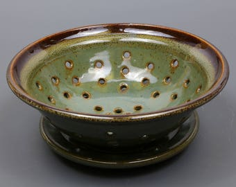 Berry Bowl in Kiwi Glaze