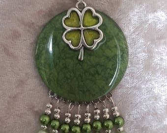 Pendant beads and lucky with clover on green moiré resinated wood