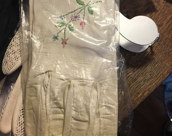 Choice of five pairs of vintage gloves