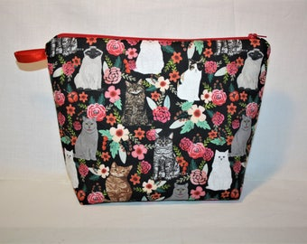 Zipped case patterns different cats surrounded by flowers. Original