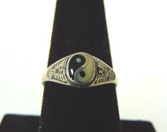 Vintage Estate Sterling Silver Chinese Yin Yang Ring 2.5g E2142