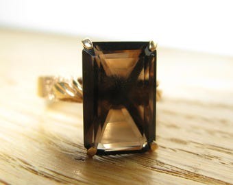 Vintage 14kt Gold Ring with an emerald Cut Smokey Brown Spinel, sz 7