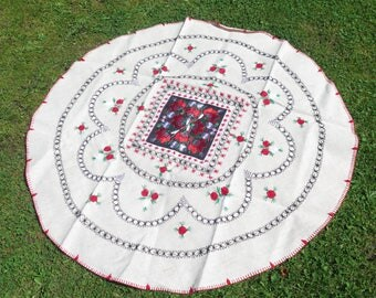 Vintage Embroidered Round Table Cloth Floral Table Cloth Black Red Flowers, diameter: 142 cm / 55.9 inch, Vintage Embroidery #3-31