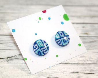 Blue patterned stud earring
