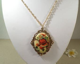 CHRISTMAS! Beautiful Vintage Gold Tone Ornate Cameo Santa Claus Pendant Necklace  DL#2768