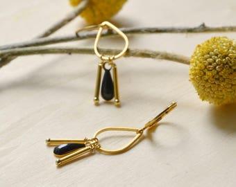 Rain earrings in black resin & gold plated brass
