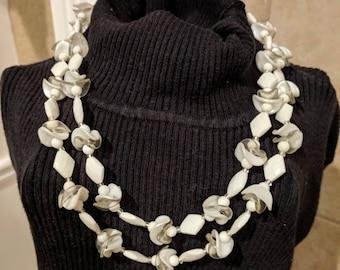 Vintage White Multi Strànd Bead Necklace