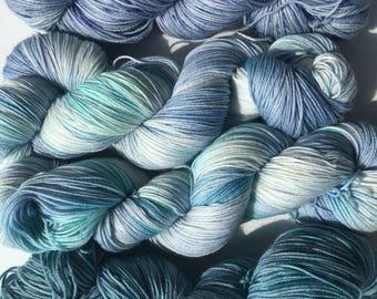 UK Hand dyed speckled yarn superwash merino nylon 4ply fingering sock yarn 'Cool Water'
