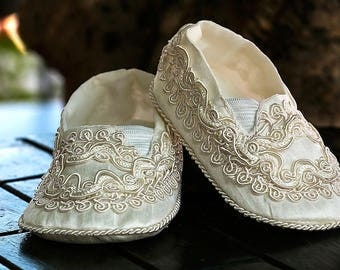 Baptism or Christening shoes - Baby and Toddler - HandEmbroidery Model B003 Burbvus
