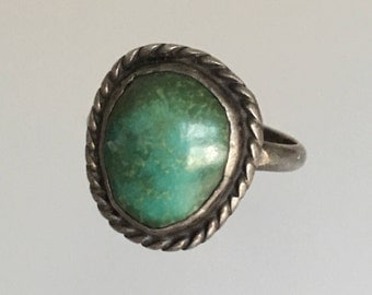 Vintage 1940s  Old Pawn Navajo Green Turquoise Sterling Silver Ring. Estate Native American. Size 7.25.