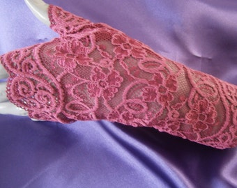 Short lace fingerless gloves, fingerless gloves short lace plum, Bridal arm warmers, hot chic arm warmers, hot short gloves, purple mittens