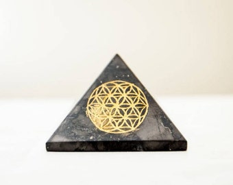 Shungite Pyramid/ Flower of Life Pyramid/ Engraved Shungite Pyramid/ Flower of Life Grid/ Hand Engraved Pyramid/ Shungite Pyramid