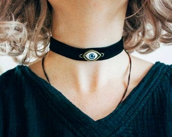 Blue eye choker