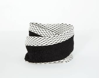 COLZA - infinity scarf for fall, scarf for kids : boys and girls - white with triangles print