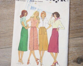 70s Skirt Pattern, Vintage high waist Pencil skirt Size 8 Style pattern 1434