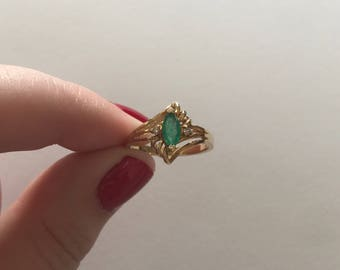 Vintage Marquise Cut Emerald Diamond Accent 14K Solid Yellow Gold Swirl Design Ring