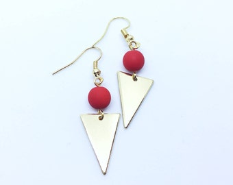 Collection En Duo / Minimalist Bead Triangle Plate Hook Earrings ( Red and Rose Gold ) / Geometric Geometrique Boucles d'Oreille Dorées