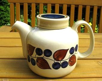 Norwegian Ceramic Teapot / Blueberries / Figgjo Flint / Norway F555 / Collectible / Art Pottery / Modern / Mid Century / Scandinavian Design