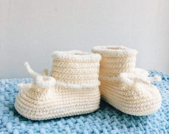 Cream Baby mocassins Baby reveal box Baby moccasins Baby uggs Baby moccs Baby sandals Soft sole baby shoes Crochet baby shoes All baby sizes